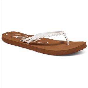 NEW Roxy Women's flip flops